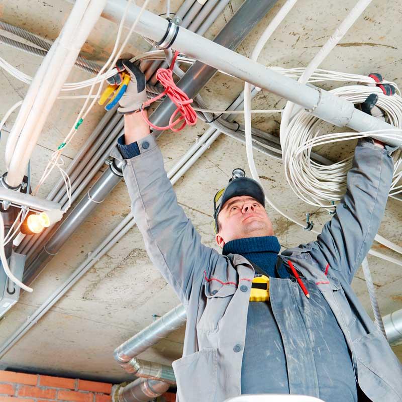 El-installatør installering af strøm i kælder